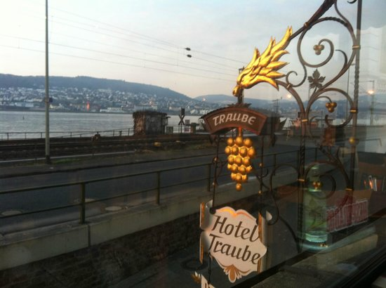 Hoteltraube Ruedesheim: iron-wrought sign