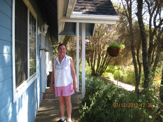 Yosemite's Apple Blossom Inn: Candy, our hostess at Apple Blossom Inn