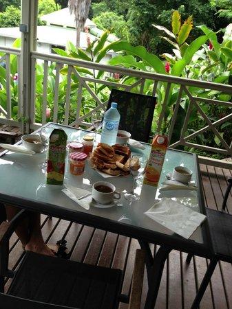 Residence Pointe Batterie: Terras au petit déjeuner