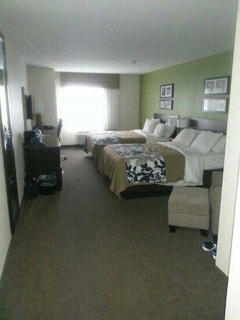 Sleep Inn & Suites: 2 queen bed room