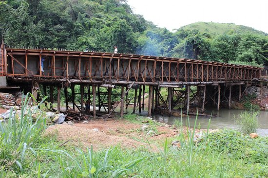 Busuanga Island Paradise : Bridge under construction (1)