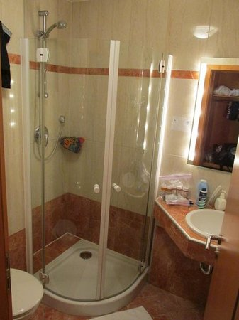 Hotel Lahnschleife: A shower that does not leak!