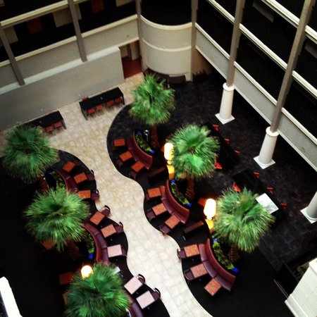 Hyatt Regency Green Bay : Looking down in the Atrium