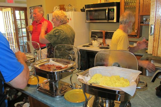 Anchor Down Bed & Breakfast: Awesome buffet breakfast