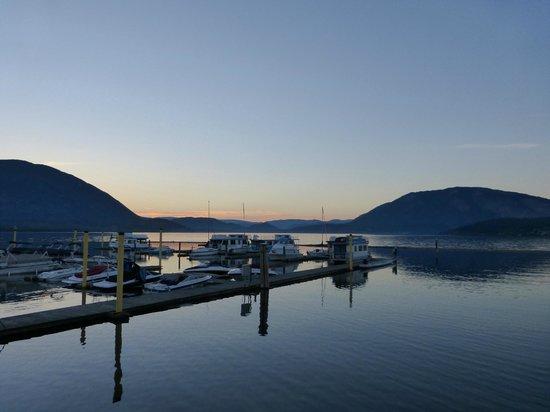 Swiss Lodge B&B: Salmon Arm Wharf minutes away!