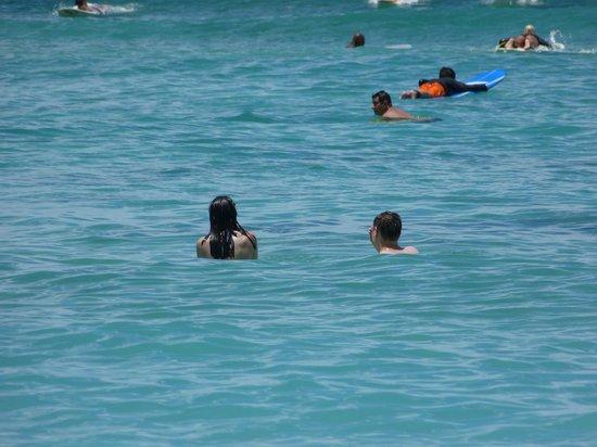 Kuhio Beach: Kids Playing