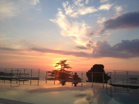 Art Hotel Gran Paradiso: Watching the sunset, poolside.