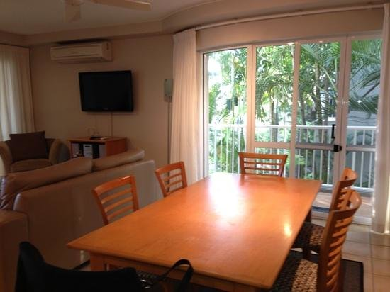 Picture Point Apartments: the lounge & dining area, very spacious and clean