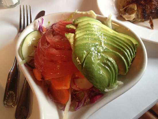 Pio Pio: Side avocado & tomato salad