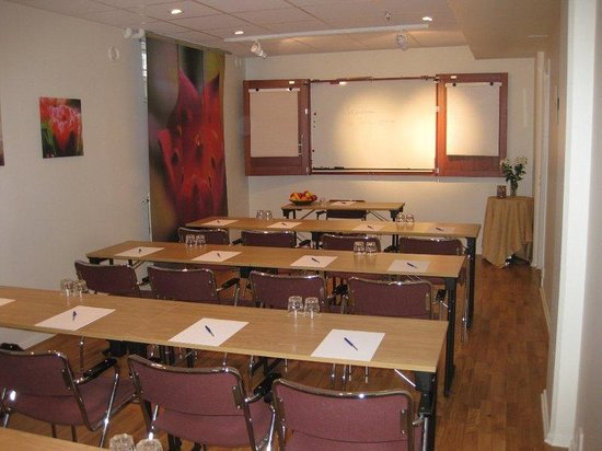 Hotel Attache: Conference Room