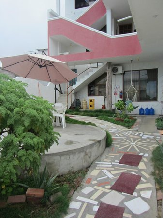 Galapagos Best Hostel: entrance and patio