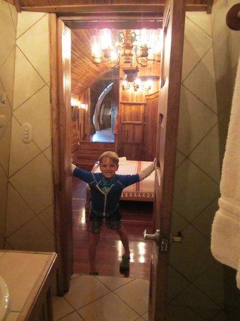 Hotel Costa Verde: 727 aft bedroom from aft bathroom