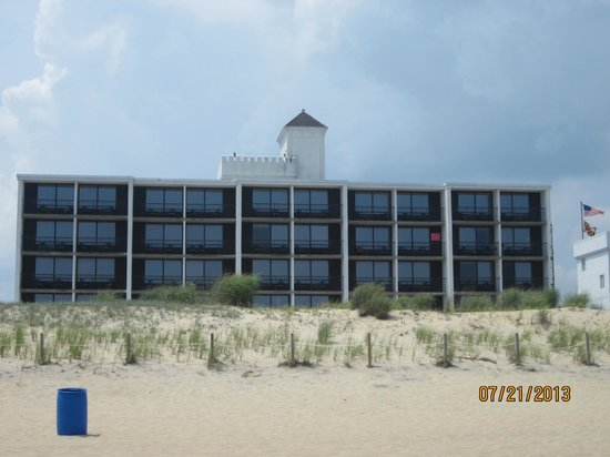 Castle in the Sand Hotel: Waverly Castle as viewed from the Beach