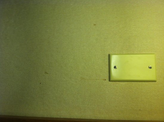 Travelodge Turlock: Stains all over the walls