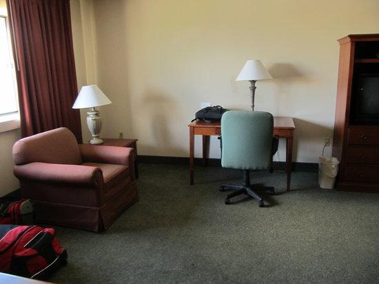 Ramada Indianapolis Airport: desk