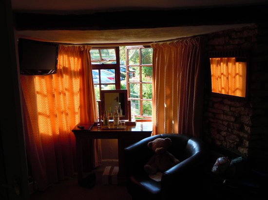The Lamb Inn: Room overlooking gardens