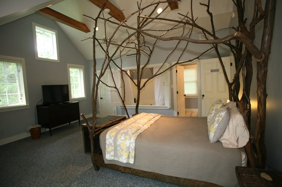Goldberry Woods Bed & Breakfast Cottages: American Hornbeam