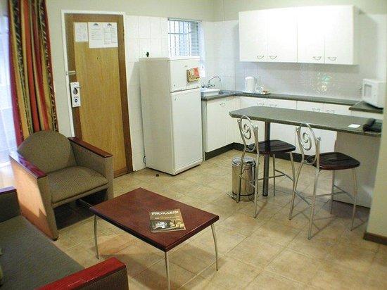 Hatfield Apartments: Guest Room Kitchen