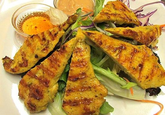 Manola's Thai Cuisine: Chicken Satay.Serfved with Home made plum and peanut sauce.