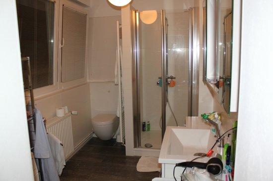 City Holiday Apartments Berlin: Bathroom