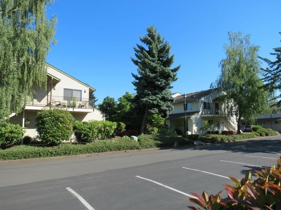Oxford Suites Portland - Jantzen Beach: Fundos do hotel- tranquilidade