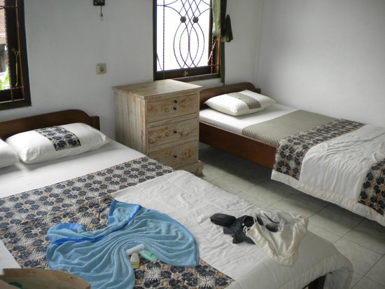 Kunang-Kunang Guesthouse: regular room. no A/C but not needed