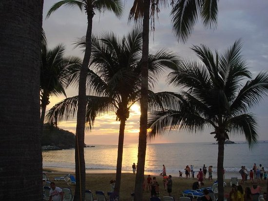 Club Med Ixtapa Pacific: View of beach at sunset 1