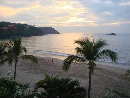 Club Med Ixtapa Pacific: View of beach at sunset 2