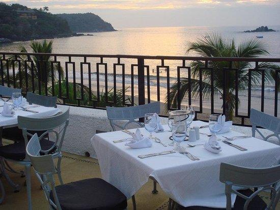 Club Med Ixtapa Pacific: Dinner on patio overlooking ocean