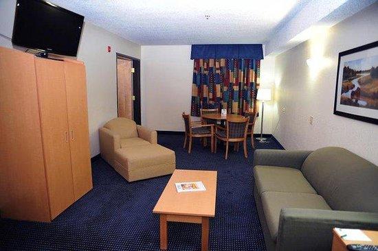 GuestHouse Suites El Paso Airport : King Suite