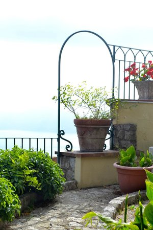 Hotel San Michele: Stay at the Villa San Michele, much better than a day trip!