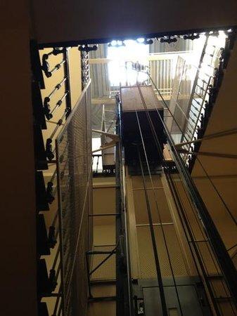 Residenza Fiorentina : лестница ведущая в гостиницу