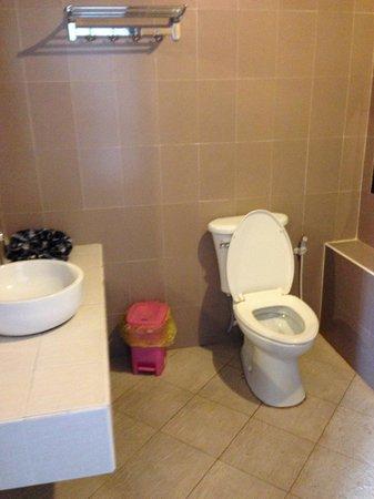 Family Boutique Hotel: bathroom