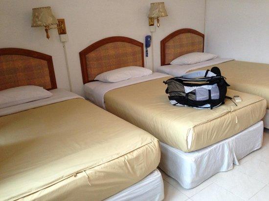 Seng Lao Hotel: family room
