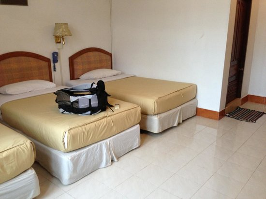 Seng Lao Hotel: 3 bed room