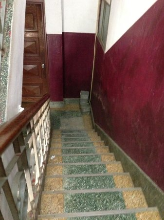 Seng Lao Hotel: stairs going to 3rd floor