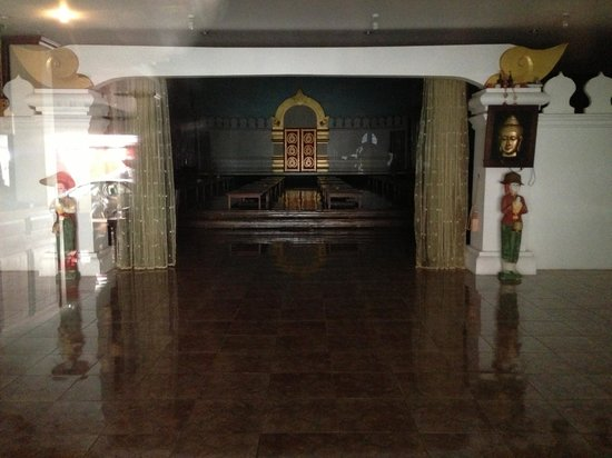 Seng Lao Hotel: the hall in the lobby