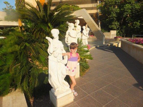 Four Seasons Hotel : Перед входом в отель