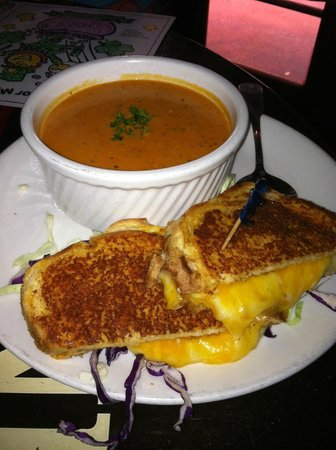 Pappy McGregor's: Tomato soup with grilled cheese sandwich