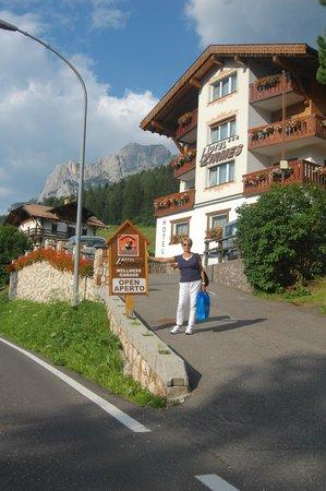 Hotel ai Zirmes: carla davanti all'hotel