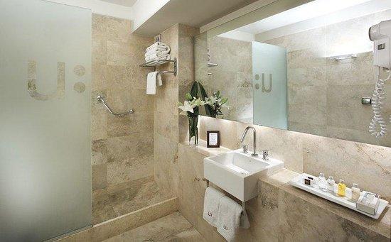 Urban Suites Recoleta Boutique Hotel: Bathroom