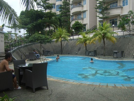 Swiss-Belinn Batam : Swimming Pool