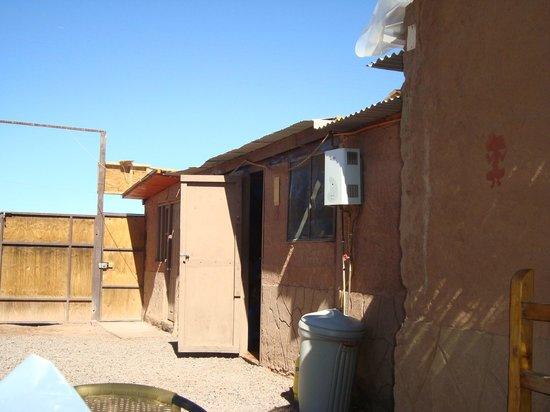 Hostal Tuyasto: Porta da cozinha