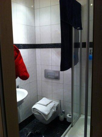 Hotel Linther Hof: Badezimmeransicht