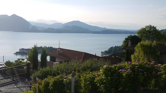 Guest House Campino: Morning view from the road in front of the b&b