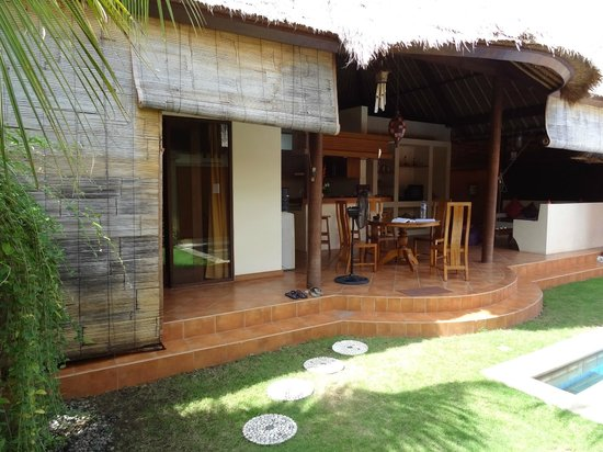 Bali Alizee Villas: Master bedroom and dining area