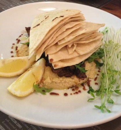 The Strand Cafe Restaurant : great start: Lahem Alla Hummus