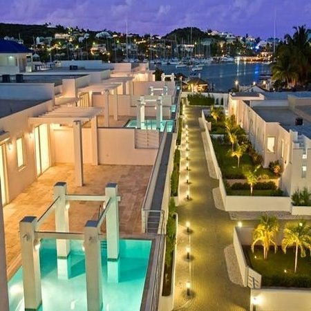 Coral Beach Club Villas & Marina: Exterior