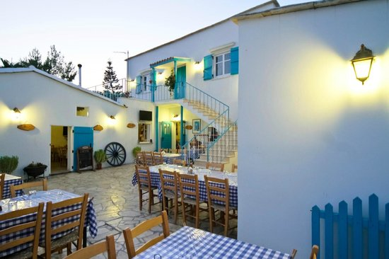 Aradippou, Kypros: ΤΟ ΚΑΖΑΝΙ Αραδίππου, 99 313236. Ετοιμάζει για εσάς με πολλή μεράκι ένα πλούσιο μεζέ, ότι καλυτερ