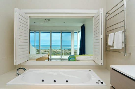 Adelaide Beaches Holiday Villas - Townhouse 3 - Master ensuite overlooking the master bedroom
